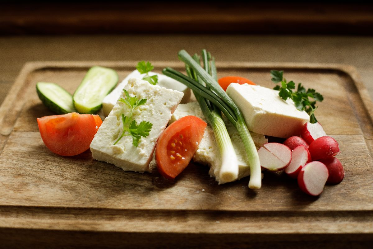 """Burduf"" mature cheese, goat cheese, sheep cheese, curd, fresh cucumbers, spring onion and tomato / for 2 people"